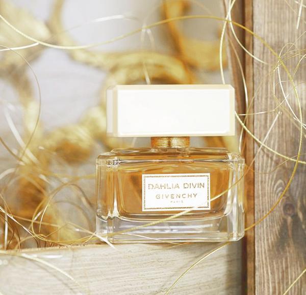 Descubre el nuevo perfume de Givenchy, Dahlia Divin.
