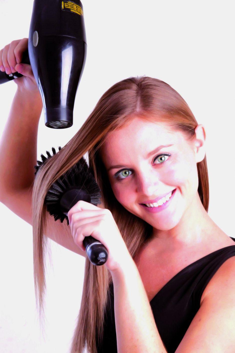 Que clarifica el medio para los cabellos