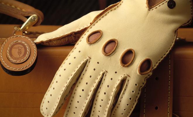 El trabajo en cuero italiano de Trussardi es de un lujo y calidad únicos.