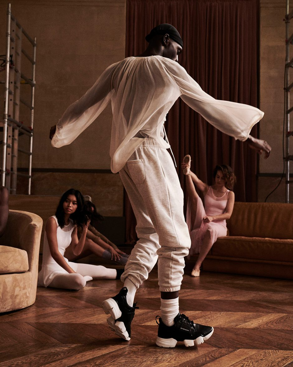 Los iconos de la perfumería femenina de Givenchy. Spot de Campaña Irresistible