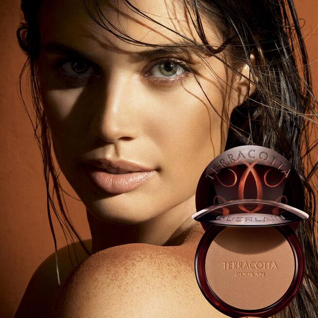 ingredientes naturales -Los Terracotta ofrecen un maquillaje bronceado al instante.